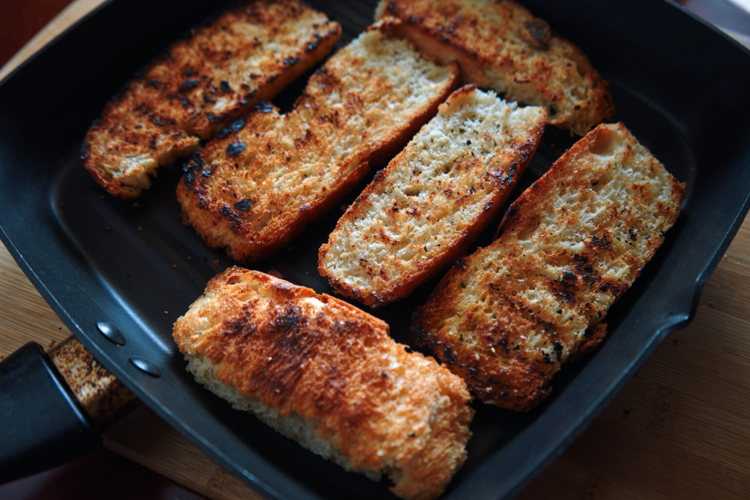 the-crispy-seared-bread-in-the-skillet-9ARBQRN