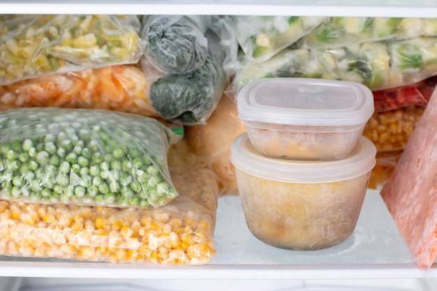 Alimentos Congelados no Freezer